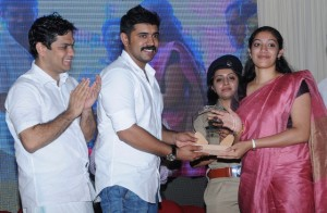 Roshni Thomson IFS recieves prize from Nivin Pauly